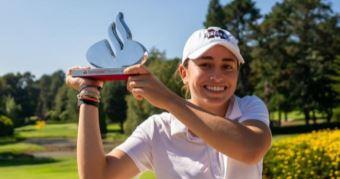Clara Moyano, vencedora en el Santander Golf Tour de La Coruña